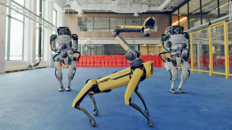 "Roboti Boston Dynamics tančí na hudební hit ""Do you love me"""